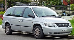2002 Chrysler Grand Voyager (GK) SE van (2010-07-30).jpg