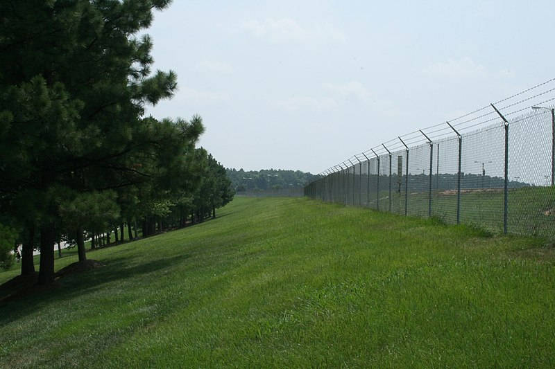 File:2008-07-30 Fence along Commerce Blvd at RDU.jpg
