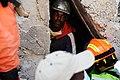 2010년 중앙119구조단 아이티 지진 국제출동100118 중앙은행 수색재개 및 기숙사 수색활동 (149).jpg