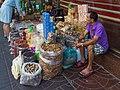 2016 Bangkok, Dystrykt Samphanthawong, Ulica Yaowarat, Chińskie produkty żywnościowe (01).jpg