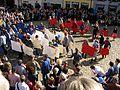 2017-03-12, Pulse of Europe, Pro-Europa-Demo auf dem Augustinerplatz in Freiburg, Umformierung der Fahne 1.jpg