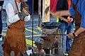 25 Jahre Gesellschaft zu Fraumünster - Mittelalter-Spectaculum - Schmitte-Nagelherstellung - Münsterhof 2014-05-23 12-13-01.JPG
