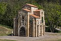 3. Iglesia de San Miguel de Lillo (36104138546).jpg
