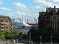 AIDA cara am Hamburger Fischmarkt - panoramio.jpg