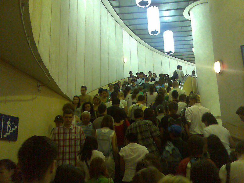 http://upload.wikimedia.org/wikipedia/commons/thumb/d/d6/A_busy_time_on_the_Bucuresti_Metro.jpg/800px-A_busy_time_on_the_Bucuresti_Metro.jpg
