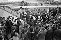 Aankomst Beatles op Schiphol, omringd door politiemensen gaan de Beatles naar de, Bestanddeelnr 916-5127.jpg