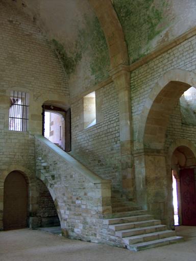 Abbaye de Fontenay escalier entre église et dortoir