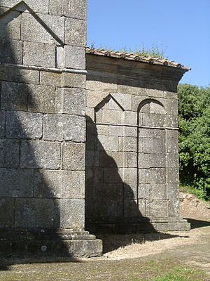 Chapel of São Frutuoso - The alternating exterior angular and rounded frieses on the southwest corner of the Chapel