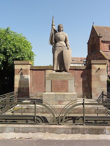 File:Altorf (Bas-Rhin) monument aux morts.jpg