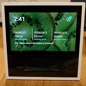 Smart speaker - Image: Amazon Echo Show in white