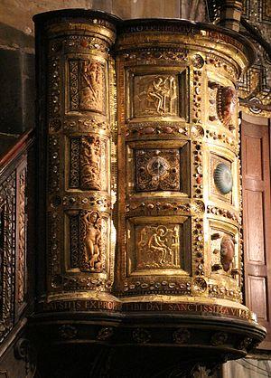 Ambon of Henry II - Image: Ambone d'oro di enrico II, ante 1014, con vasellame in calcedonio, cammei e avoro antichi 01