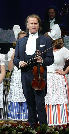 The 69-year old son of father André Rieu sr. and mother(?), 184 cm tall André Rieu in 2018 photo
