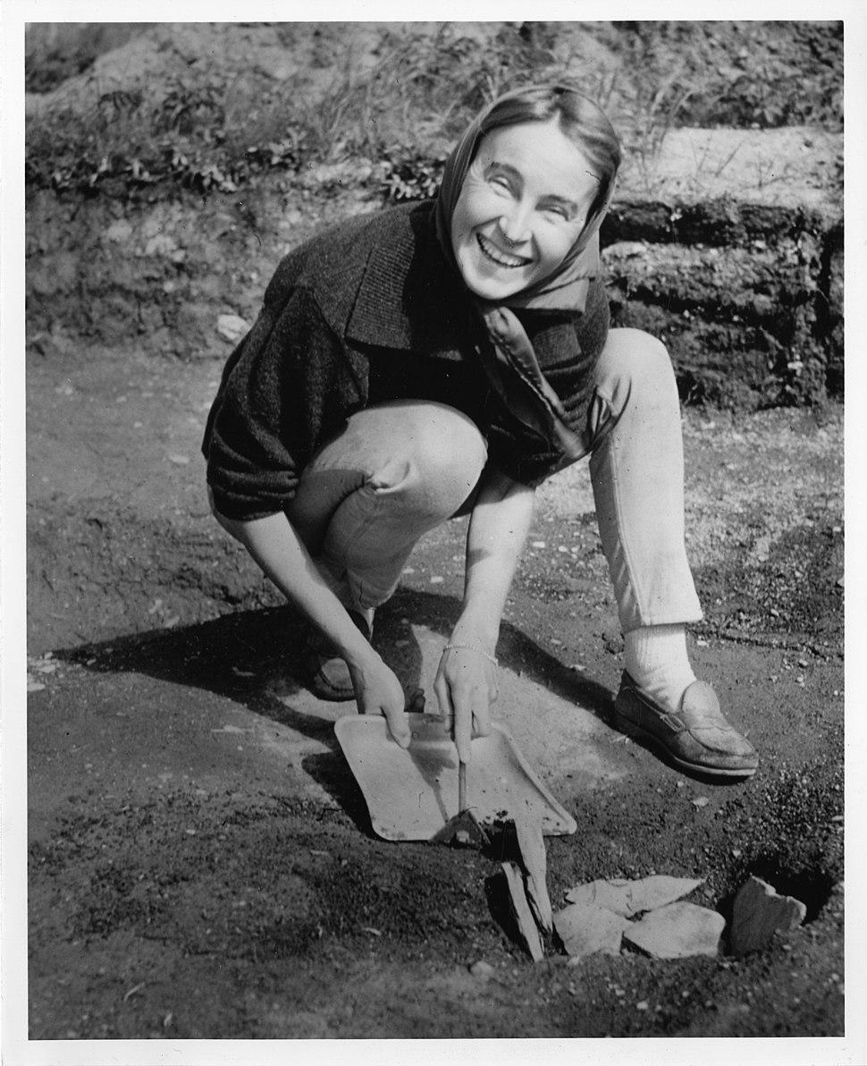 Anne Stine Moe Ingstad (1918-1997) (5494474208)