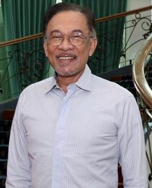 Anwar Ibrahim (cortado ainda mais) .png
