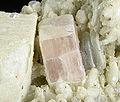 Apatite-(CaF)-Albite-Muscovite-275120.jpg