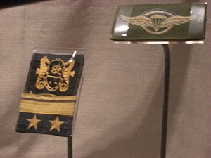 Alfredo Astiz - CPO2 and parachuters insignia displayed in the Imperial War Museum, London; one on the left is a Chief Petty Officer, or SubOfficial 2ndo
