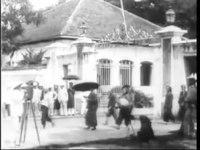 File:Auguste & Louis Lumière - Saigon. La sortie de l'arsenal (1899).webm