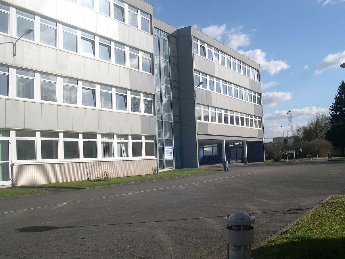 Lycée Saint-Exupéry de Fameck — Wikipédia