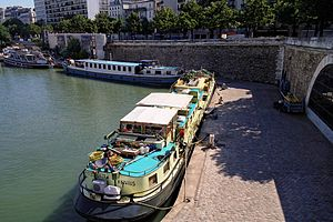 Bassin de l'Arsenal July 2012 N03.jpg