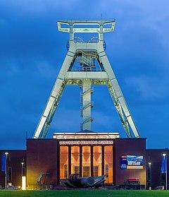 Bergbaumuseum Bochum Blaue Stunde 2014.jpg