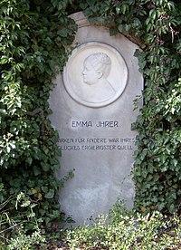 Berlin Friedrichsfelde Zentralfriedhof, Gedenkstätte der Sozialisten (Ringmauer) - Ihrer, Emma.jpg