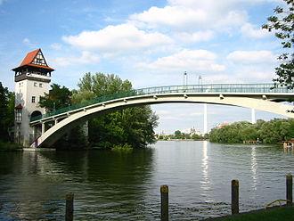 Alt-Treptow - Image: Berlin Insel der Jugend Abteibrücke