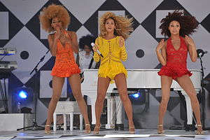 "Ashley Everett - Everett (right) performing ""Single Ladies (Put a Ring on It)"" with Beyoncé on Good Morning America"