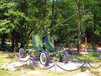Bratislavský lesný park - World War II artillery at Partizánska lúka.