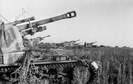 Wespe self-propelled artillery battery in position to provide fire support Bundesarchiv Bild 101I-219-0553A-15, Russland, bei Pokrowka, Panzerhaubitze 'Wespe'.jpg