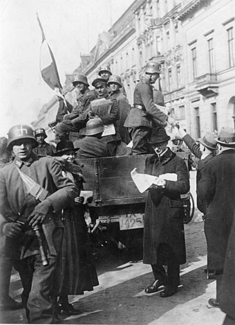 Members of the Marinebrigade Ehrhardt, with swastikas on their helmets, distributing leaflets on 13 March Bundesarchiv Bild 183-R16976, Kapp-Putsch, Berlin.jpg