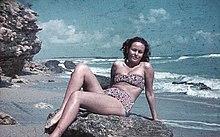 Ragazza sul Mar Nero nel 1941 con indosso un anticipatore del bikini