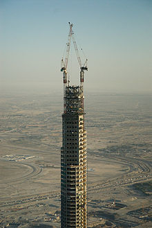 detalle de la zona superior del edificio en