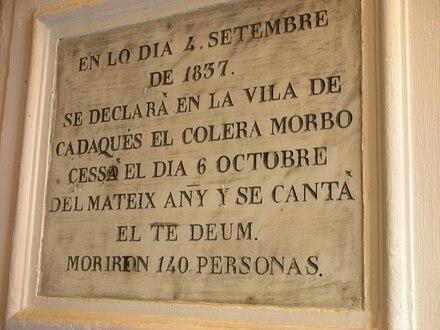 Placa conmemorativa de la epidemia de cólera asiático en el pueblo de Cadaqués en 1837