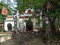 Cổng dẫn vào đền thờ Tô Hiến Thành.jpg