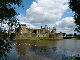 Caerphilly castle - panoramio.jpg
