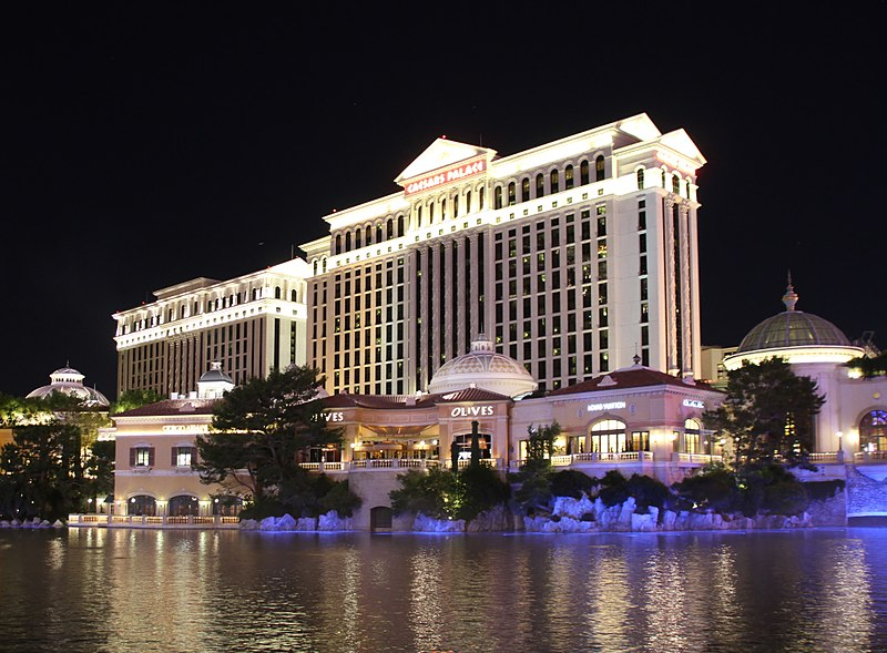 File:Caesars Palace Night (15378746877).jpg