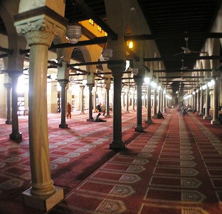 Cairo - Islamic district - Al-Azhar Mosque prayer hall.JPG