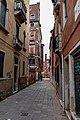 Calle castelforte di S Rocco, San polo, Venezia (201710) jm55371.jpg