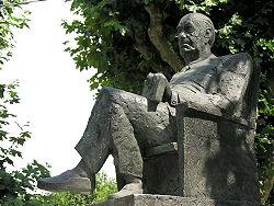 Estatua de Camilo José Cela en Padrón