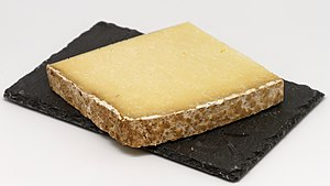 Cantal cheese - Image: Cantal 03