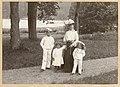 Caroline Lagergren med de tre sönerna Carl (född 1899) och Johan (född 1898) Claes (född 1892) i Tyresö slottspark - Nordiska museet - NMA.0079506.jpg