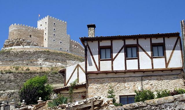 File Casa Castellana Y Castillo De Curiel De Duero Jpg Wikimedia Commons