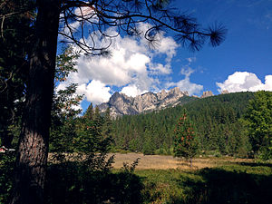Shasta–Trinity National Forest - Castle Crags seen from Interstate 5