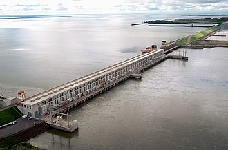 Electricity sector in Argentina - The Yacyretá dam. It is planned to increase its height to increase the electricity generation capacity in Argentina and Paraguay.
