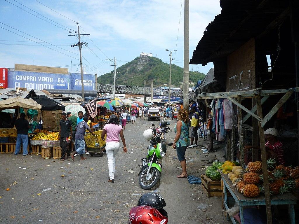 Cerro La Popa desde el mercado Bazurto - panoramio