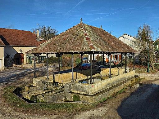 Chambornay-lès-Bellevaux, la fontaine-lavoir-abreuvoir