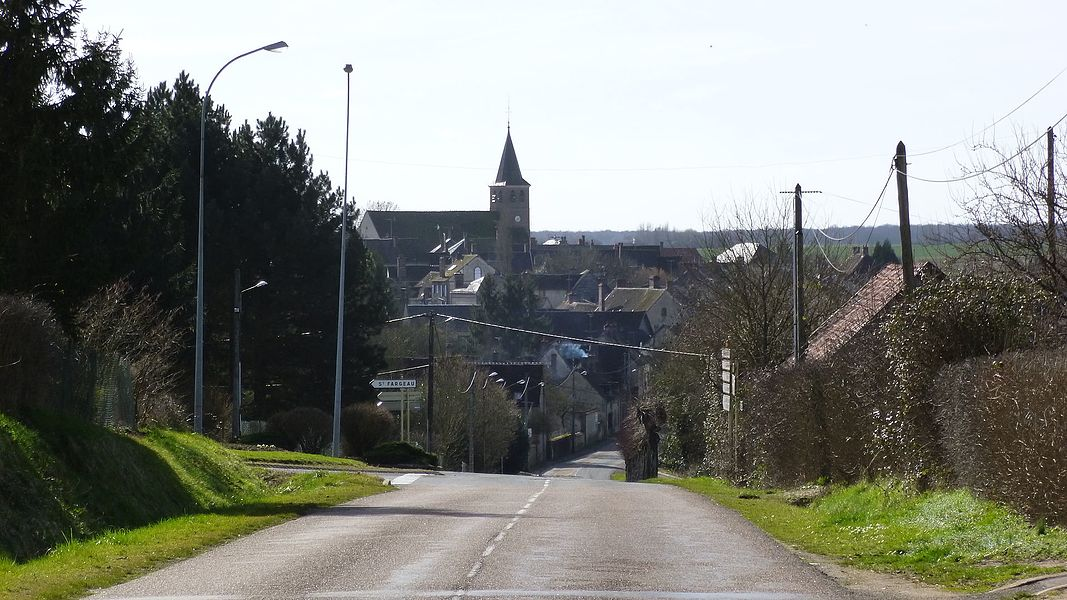 Champignelles, Yonne, Burgundy, France.  Arriving on Champignelles from Perreux..