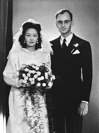Hans Fränkel - Fränkel and his wife Chang Ch'ung-ho at their wedding in Beijing (November 1948)