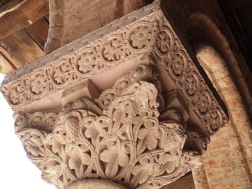 Chapiteau décoratif de la galerie est