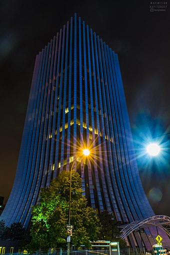 The Metropolitan, an iconic part of Rochester's skyline ChaseTowerNight.jpg